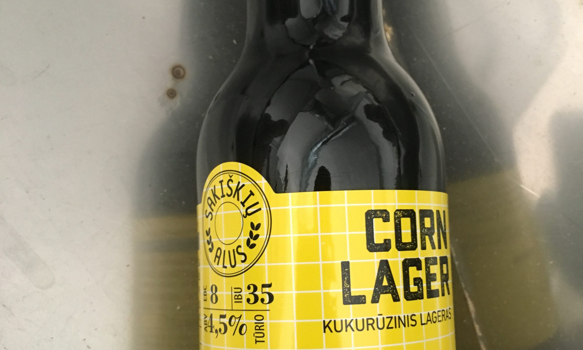 modernus-lietuviskas-alus-sakiskiu-corn-lager-sofa-de-pancho