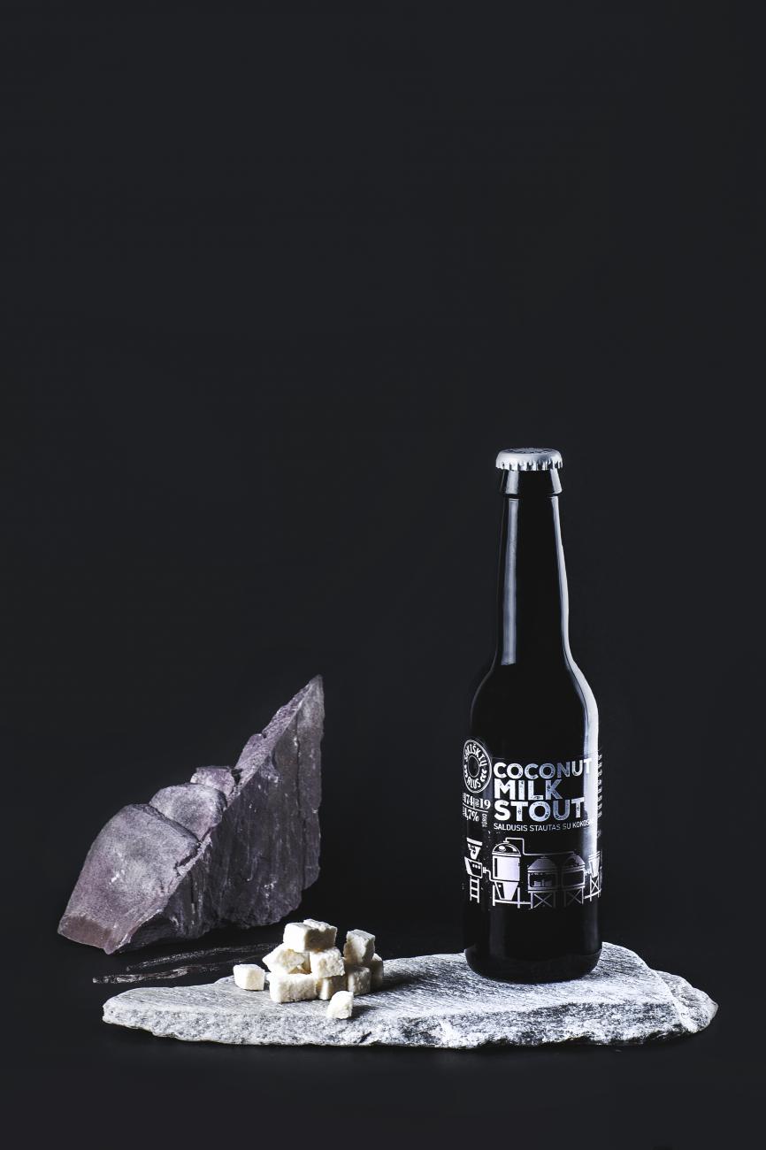 modernus-lietuviskas-alus-sakiskiu-Coconut_Milk_Stout-saldusis-stautas-su-kokosais