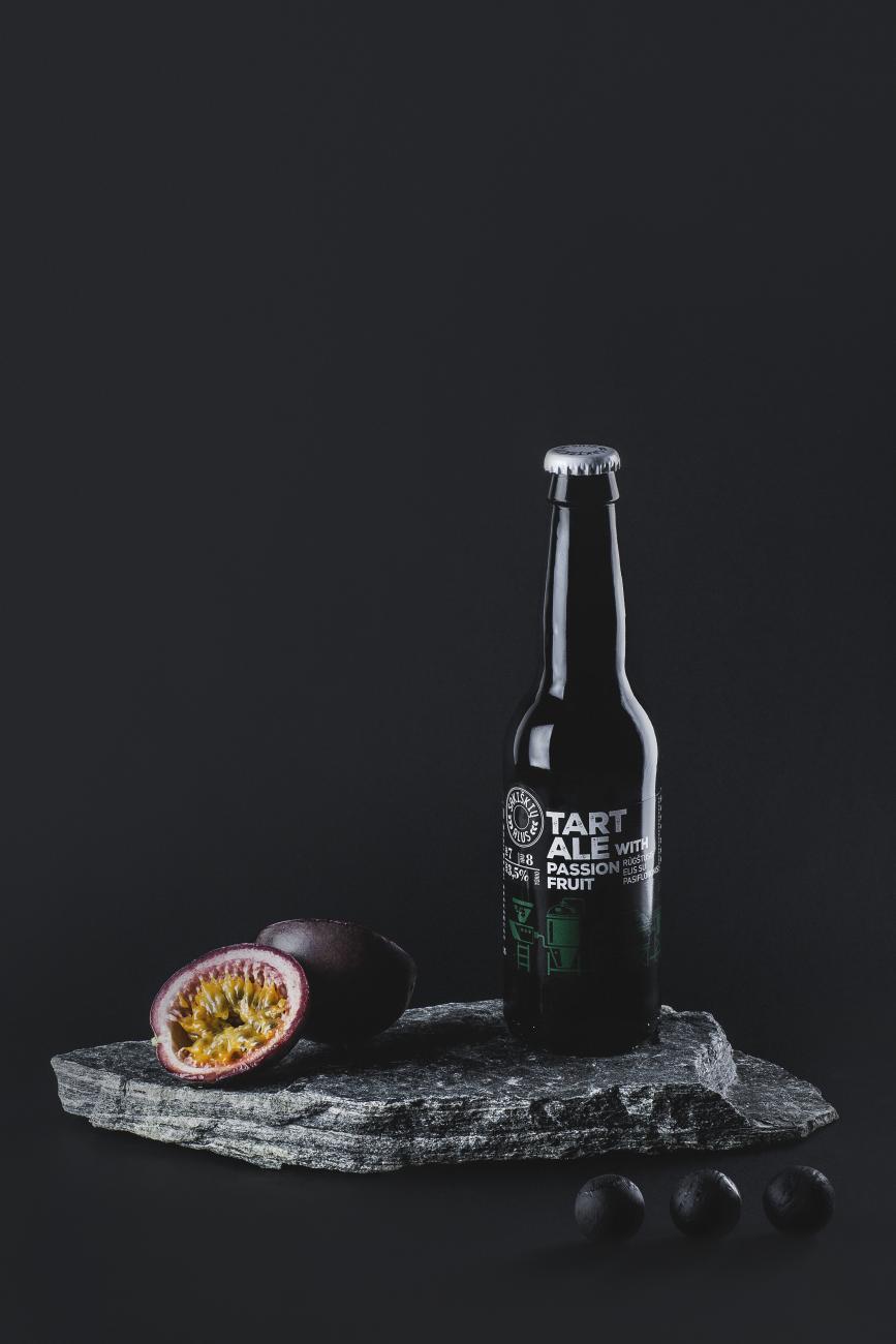 modernus-lietuviskas-alus-sakiskiu-Tart_Ale-with-passion-fruit-rugstusis-elis-su-pasifloromis
